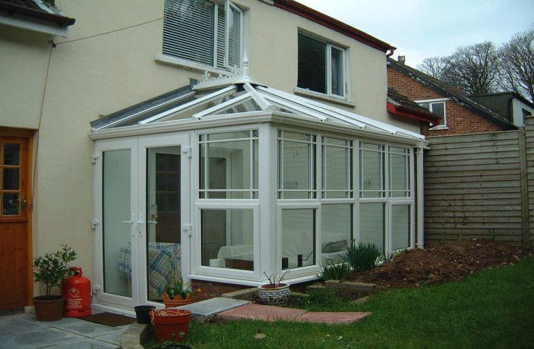 Modern Designs for Glass Conservatory Rooms